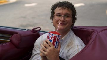 Video stranger things: 12 ore di video con alexei che beve l'amato slurpee