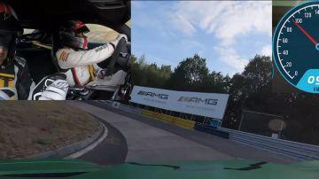 Video completamente bendato, guida il pilota sul nürburgring senza fare errori