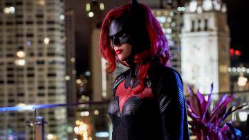 Video batwoman si mostra nel nuovo trailer, senza l'iconica parrucca rossa