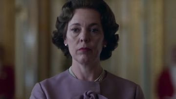 Video il passaggio da claire foy a olivia colman nel teaser trailer italiano di the crown 3