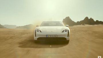 Video porsche taycan in un testa a testa con un tie fighter di star wars: lo spot