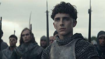 Video il discorso di enrico v nella clip de il re, il nuovo film netflix di david michôd