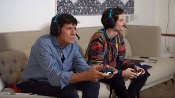 Video call of duty modern warfare: gianni morandi e fabio rovazzi giocano insieme in un video