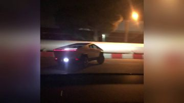 Video prova a inseguire un tesla cybertruck con la sua model x, il video