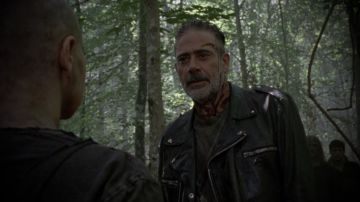 Video alpha minaccia di tagliare una 'certa parte' del corpo di negan in the walking dead 10