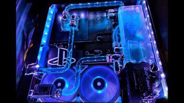 Video ps4 pro con raffreddamento a liquido: fan spende 1.000 dollari per modificare la console!
