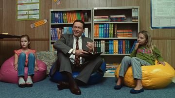 Video hugh jackman sovrintendente scolastico nel primo trailer di bad education di hbo