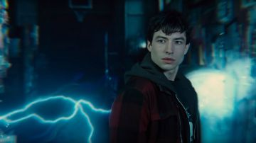 Video ezra miller ha davvero provato a strangolare una fan? il video dell'aggressione è virale