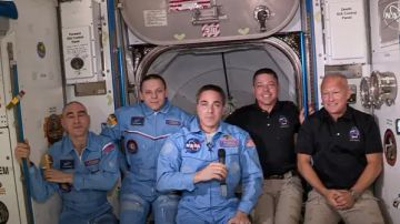Video spacex ce l'ha fatta: i due astronauti sono entrati all'interno dell'iss. ecco il video