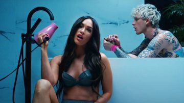 Video megan fox si spoglia nel video di machine gun kelly: ecco la storia tra i due
