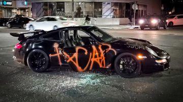 Video una porsche 911 gt3 rs è stata distrutta a los angeles da una banda di riottosi