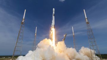 Video nuovo successo per spacex: lanciato il falcon 9 con satellite gps iii per la space force