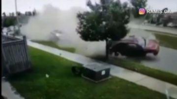 Video conducente perde il controllo e spicca un volo spaventoso distruggendo ogni cosa