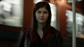 Video alexandra daddario tra tokyo e criminalità nel trailer di lost girls & love hotels