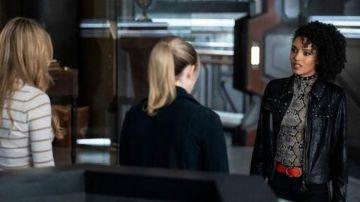 Video legends of tomorrow, sara e charlie in una scena eliminata della quinta stagione