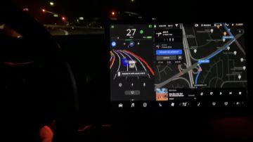 Video nuovi video della guida autonoma di tesla in azione: elon musk vicino al capolavoro finale