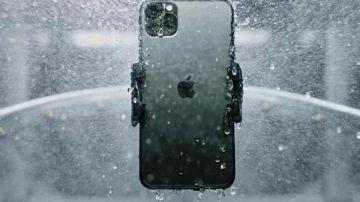 Video iphone 12 alle prese con la resistenza ai liquidi: i risultati dei test sono sorprendenti