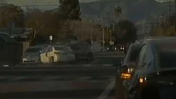 Video furia stradale tra bmw e tesla: l'episodio poteva finire in tragedia