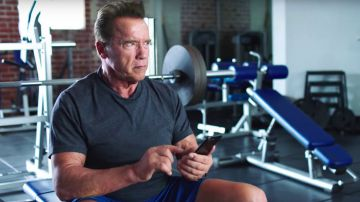 Video arnold schwarzenegger, la star di terminator si vaccina e fa un appello:'fate come me'