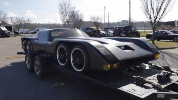 Video assurda auto a otto ruote e con motore rotativo ricorda una vecchia batmobile