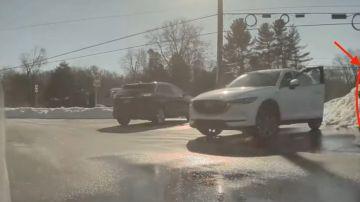 Video corre dietro una tesla senza conducente, solo dopo scopre la verità