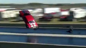 Video chevy camaro da 3.500 cavalli prende il volo in drag race: il video è terribile
