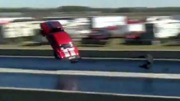 Video chevy camaro da 3.500 cavalli prende il volo in drag race: il video è terribile