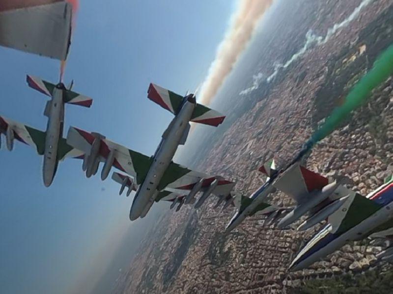 'Guidate' le Frecce Tricolori sopra Roma in questo splendido video 360