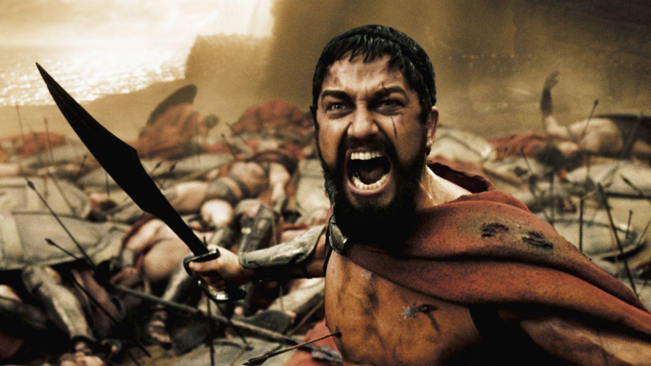 300, Gerard Butler è tornato a Sparta: l'epico filmato sotto la statua di Leonida