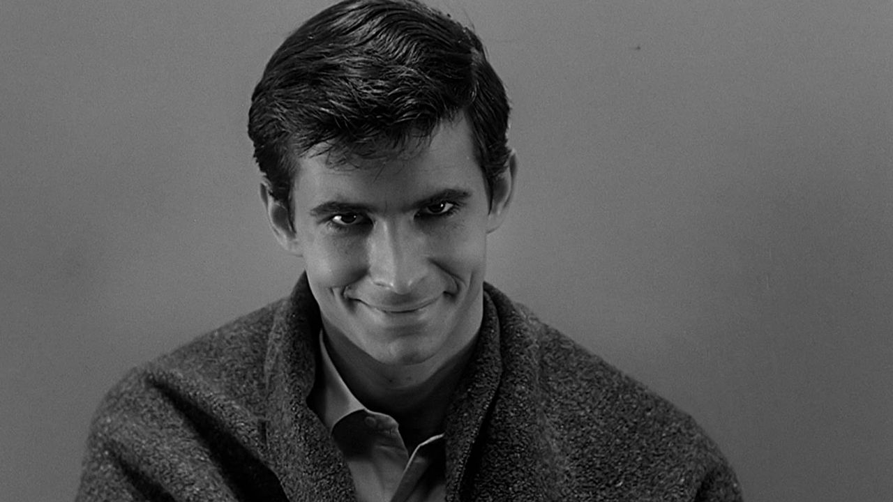 60 anni di Psycho: chi è e cosa fece Ed Gein, il serial killer che ispirò Alfred Hitchcock