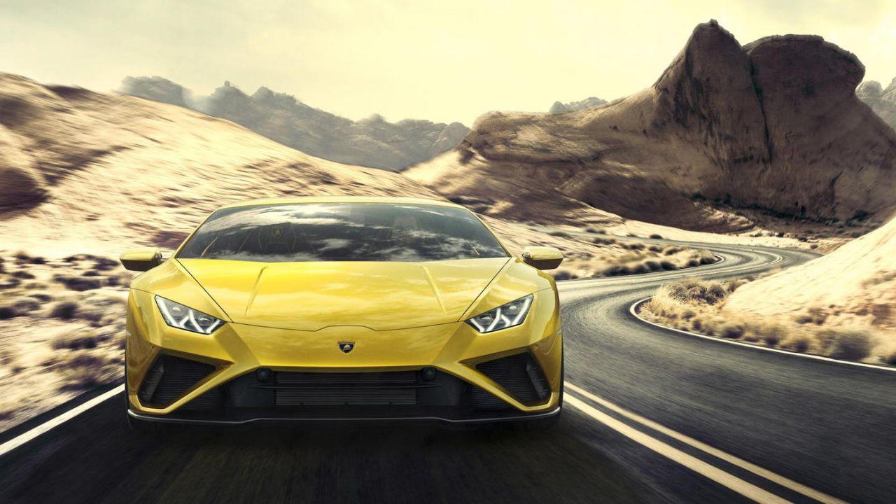 A velocità folle con la sua Lamborghini per ritirare i test al Covid-19: patente ritirata