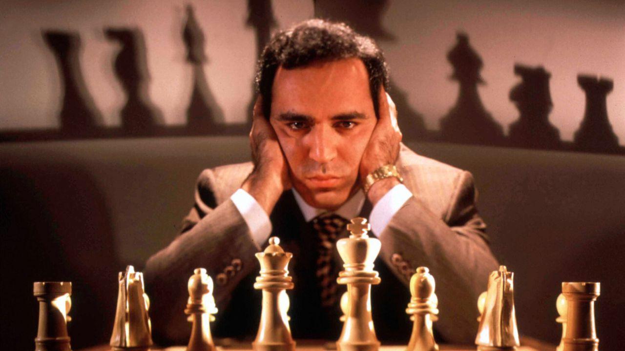 Accadeva oggi: lo scacchista Kasparov venne sconfitto per la prima volta da un computer