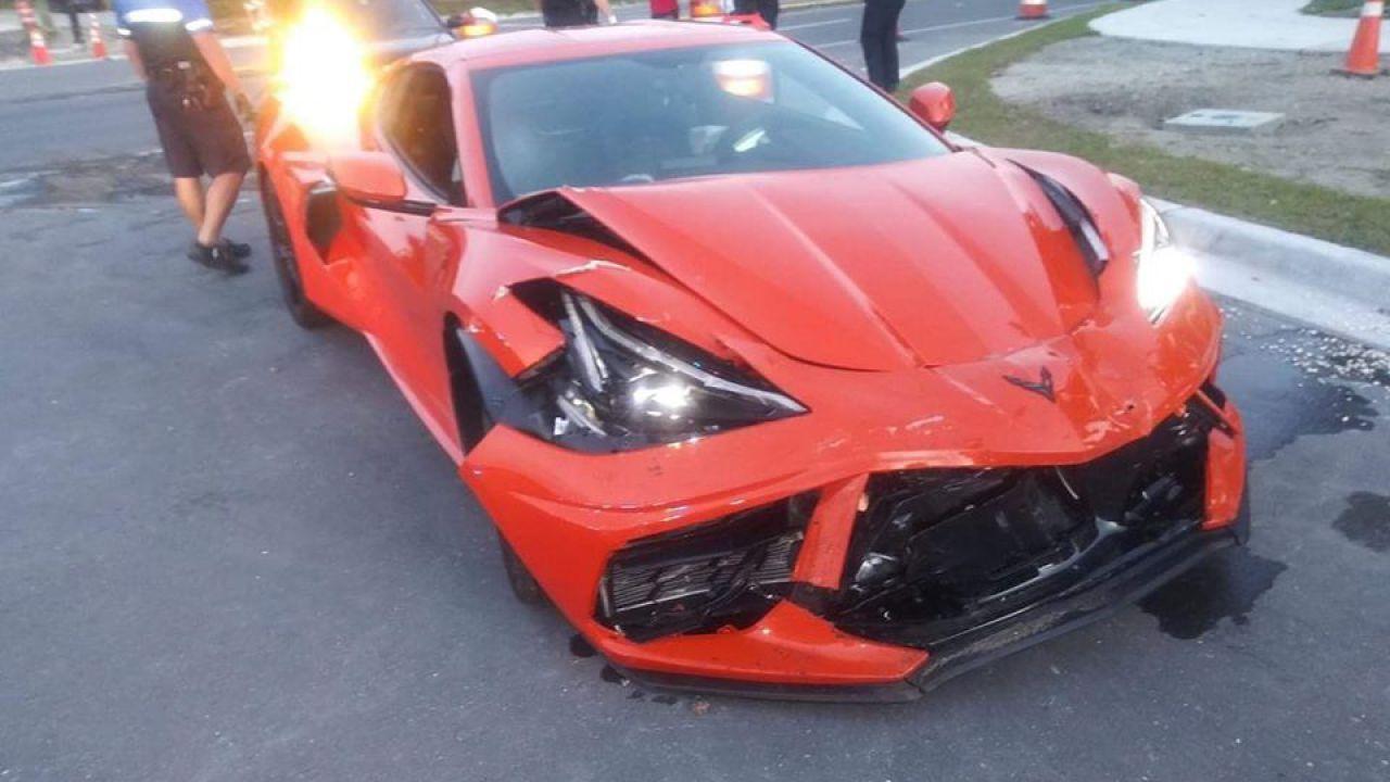 Acquista la nuova Corvette C8, la ritira e la distrugge dopo pochi minuti: le immagini