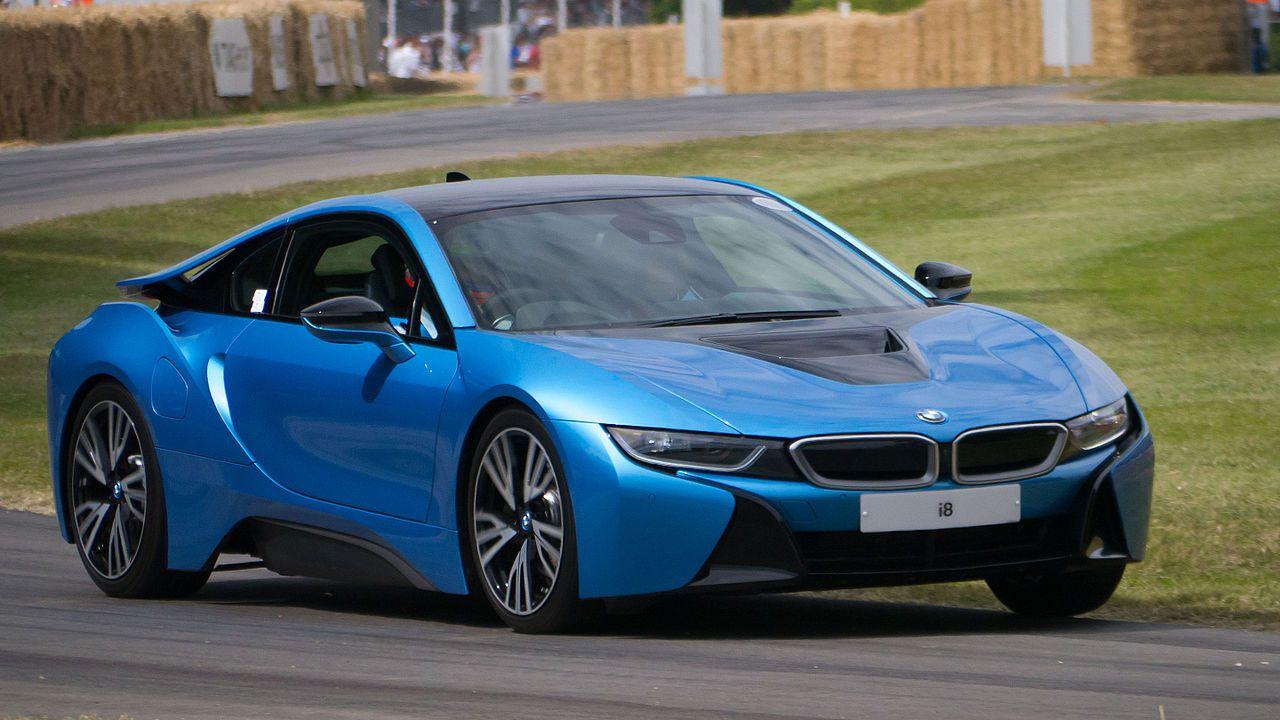 Ad aprile BMW manderà in pensione la super-elettrica i8