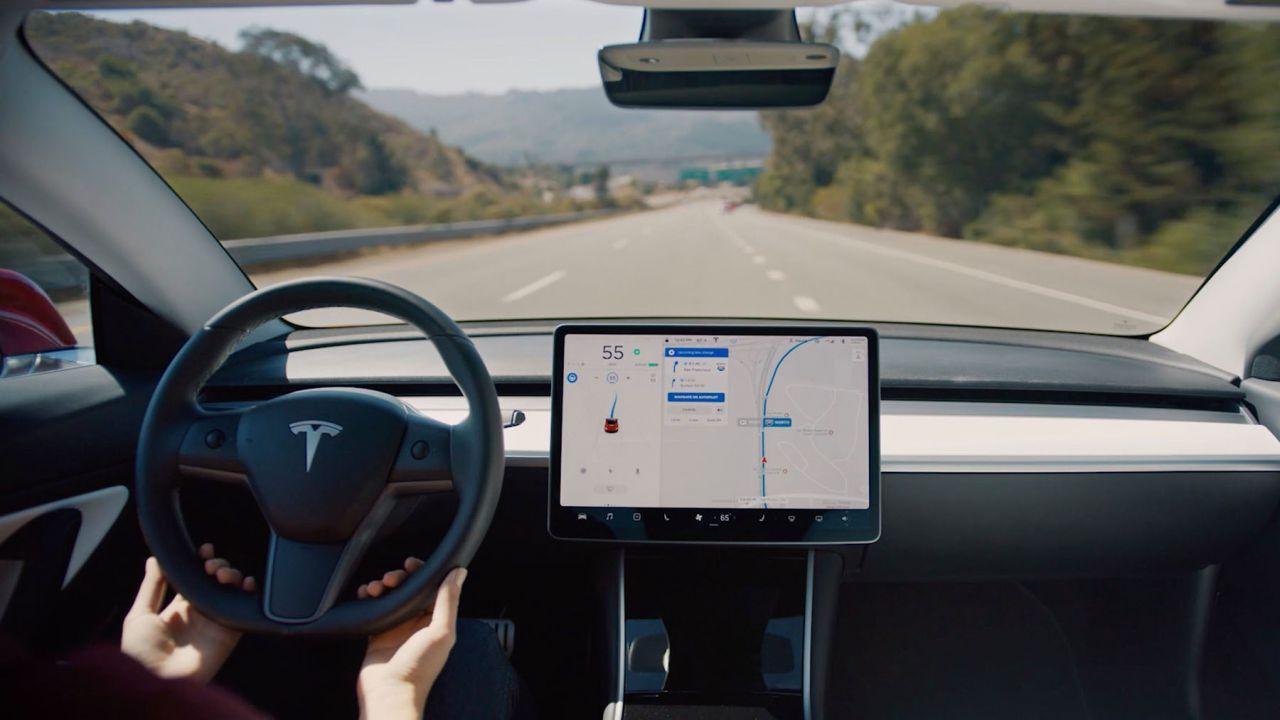 Aggiornamento software Tesla di marzo: in arrivo la guida automatica in città?
