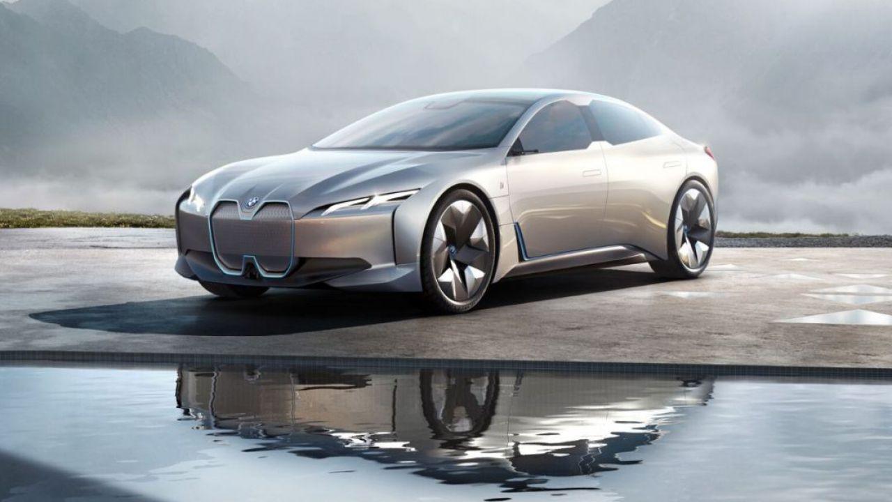 Al Salone di Ginevra la BMW i4 elettrica da 530 cv : la sfida a Tesla è lanciata