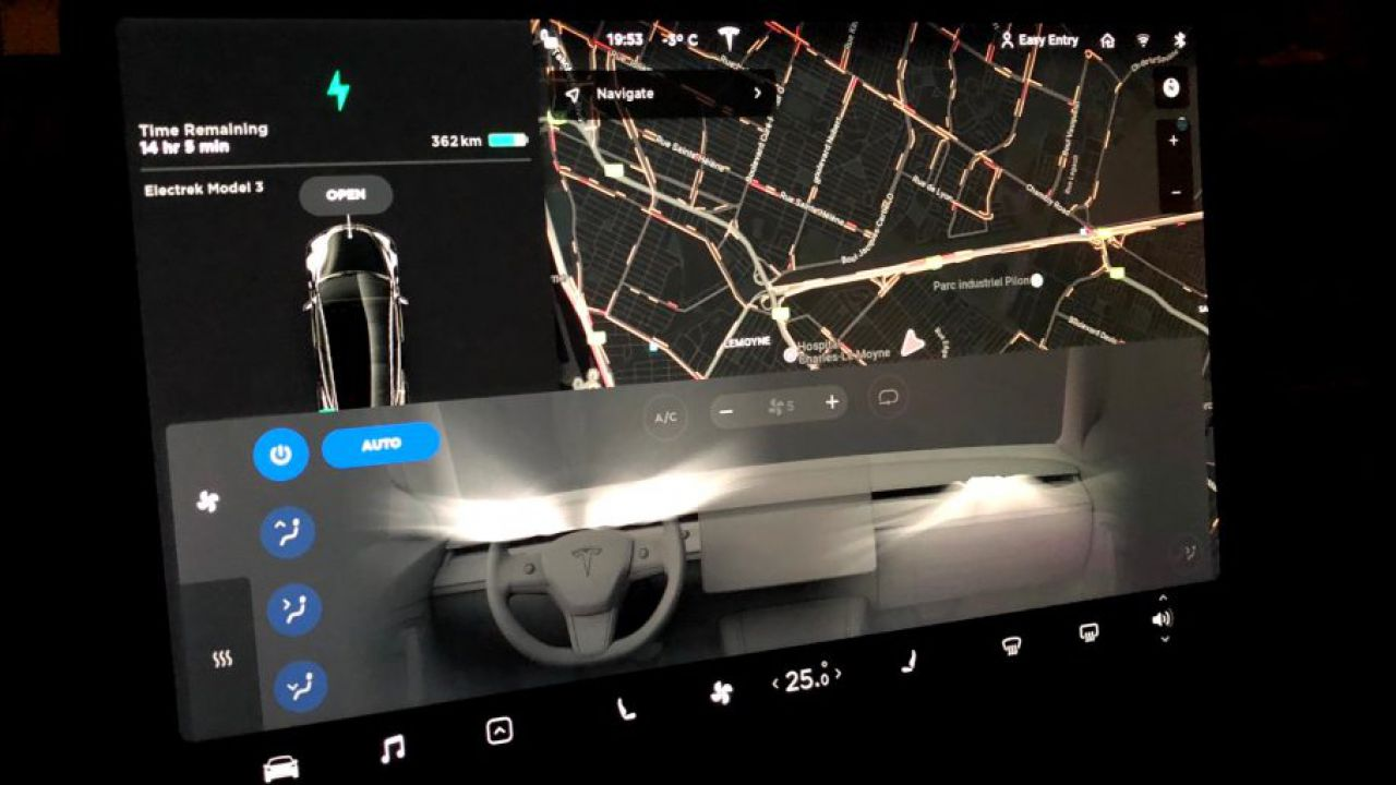 Alcune Tesla Model 3 e Y stanno 'congelando' i passeggeri: ecco il problema