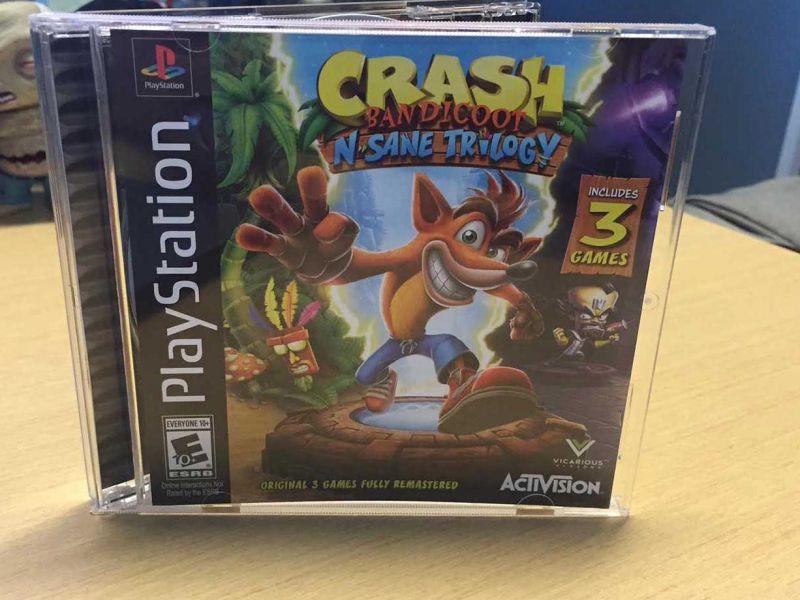 Alcuni dipendenti Sony ricevono Crash Bandicoot N. Sane Trilogy in custodia PSX
