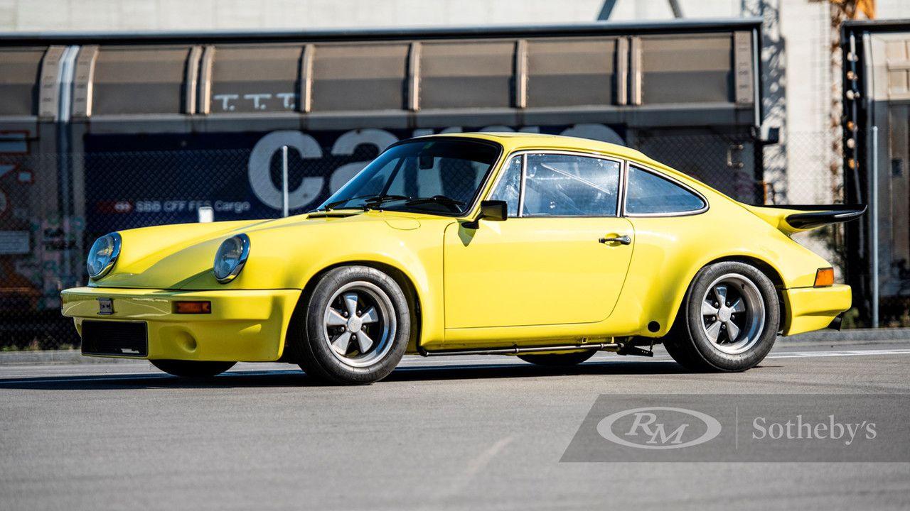 All'asta una Porsche 911 Carrera RS 3.0, è gialla, rara e costosissima