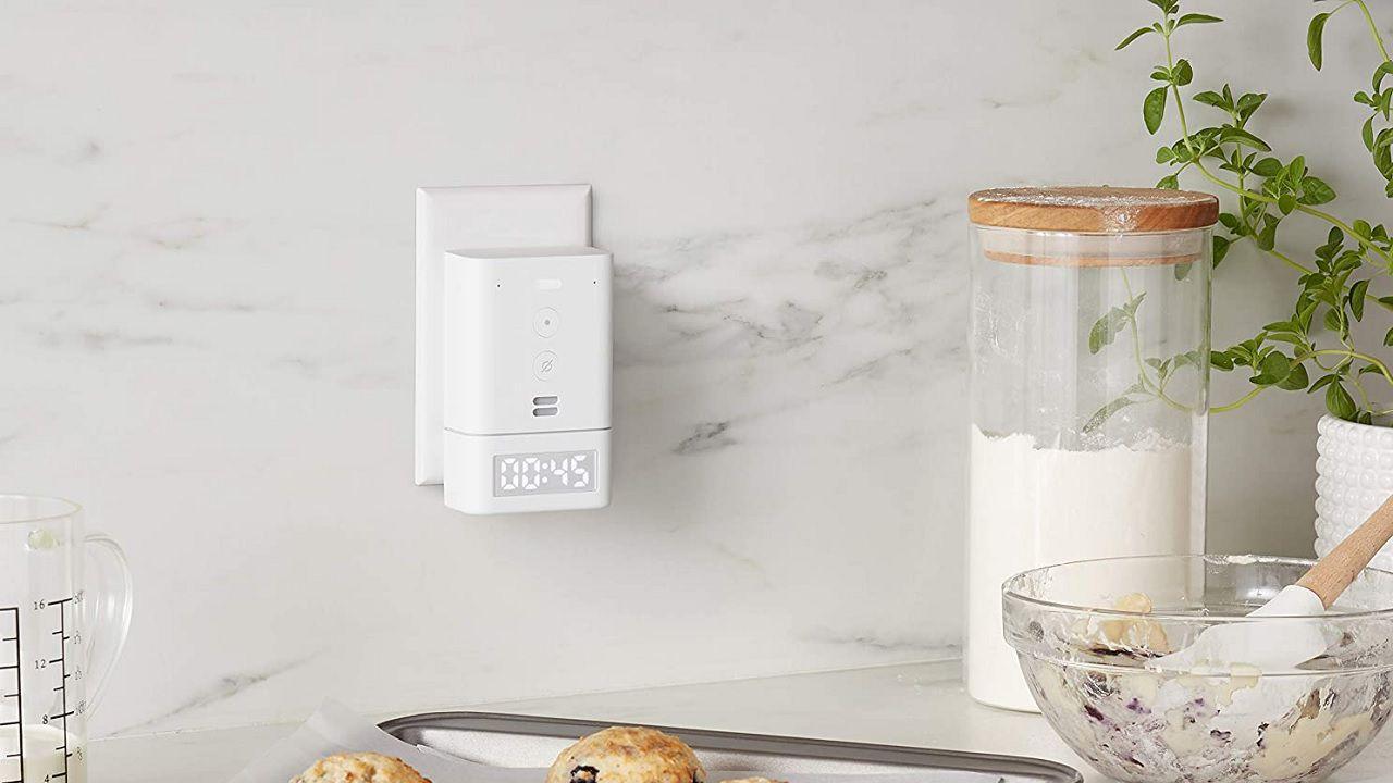 Amazon Echo Flex, disponibile in Italia l'orologio intelligente