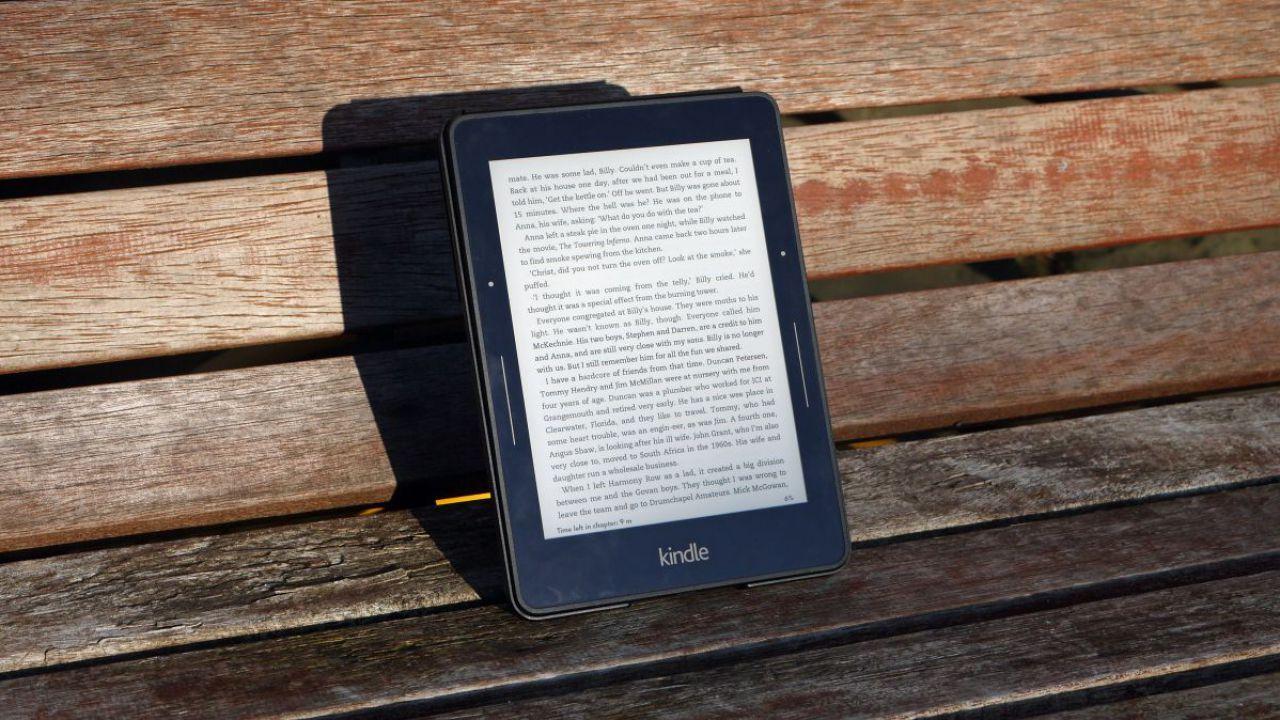 Amazon, aggiornamento urgente per i Kindle. Altrimenti vanno offline