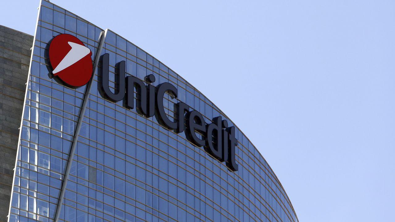 Anche Unicredit lascia Facebook per il caso Cambridge Analytica