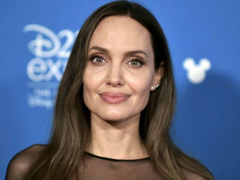 Angelina Jolie, la star ha venduto il quadro di Winston Churchill: ecco i dettagli