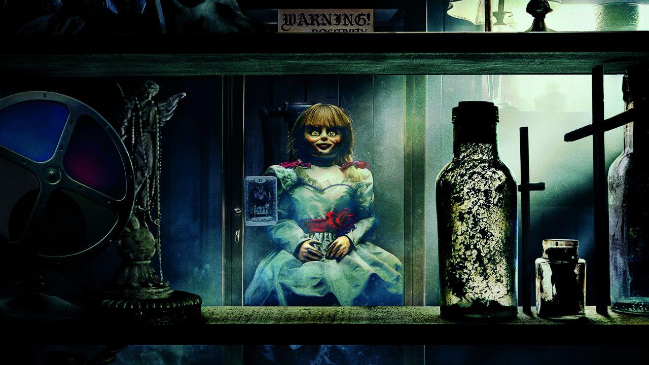 Annabelle 3 in Home Video: clip esclusiva del make-up del demone Ferryman