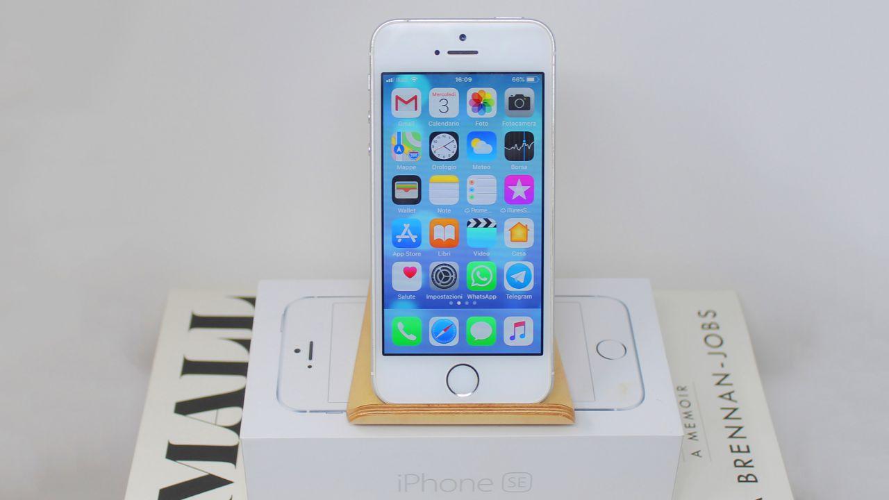Apple fa dietrofront: iPhone SE torna in vendita negli USA, successore in arrivo?