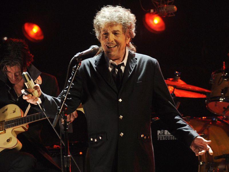 Apple ha risolto il bug di Siri che dava Bob Dylan per morto