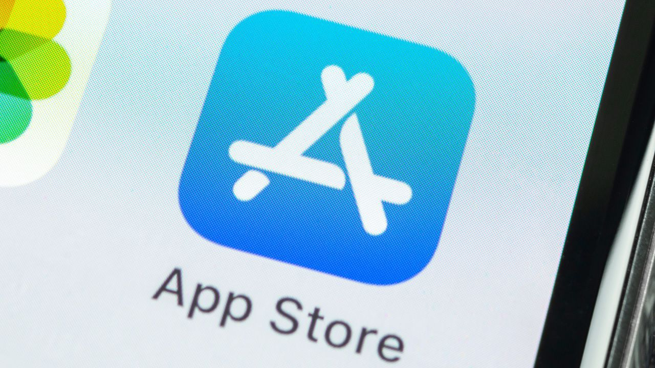 Apple risponde a WhatsApp: anche le sue app avranno le etichette