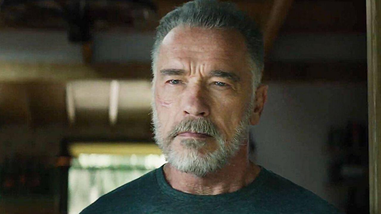 Arnold Schwarzenegger ha comprato una pipa di Terminator da un fan in diretta su Reddit!