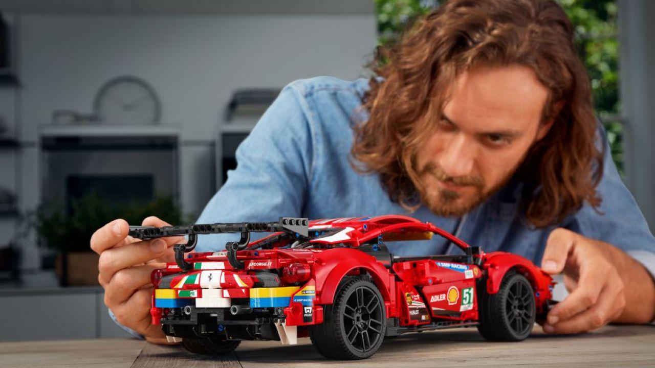 Arriva la Ferrari 488 GTE LEGO Technic: 1.677 pezzi di felicità