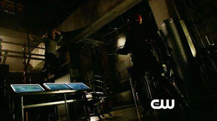 Arrow 2: nuovo estratto dalle featurette e una scena tagliata